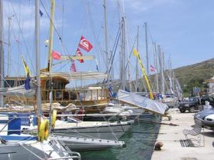 vourkariboats